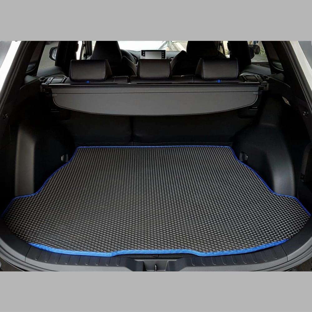 שטיח לתא המטען שחור עם מסגרת כחולה